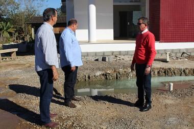 Prefeito e vice visitam obras em andamento em Nova Veneza