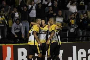 Criciúma supera o Paraná e vence a terceira seguida