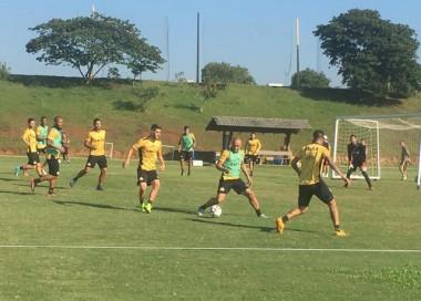 Criciúma quer a primeira vitória contra o Coritiba nessa sexta-feira