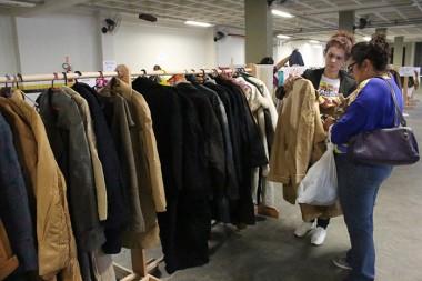 Bazar com roupas da Alemanha termina amanhã