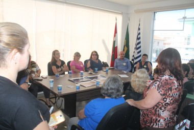 Jairo recebe presidentes dos Clubes de Mães e da Terceira Idade