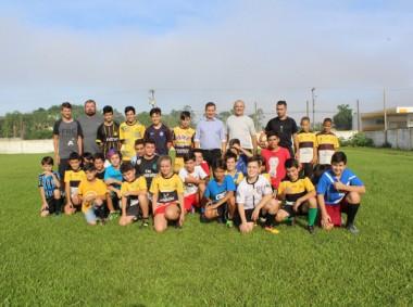 Recomeçam atividades da escolinha de futebol de Maracajá