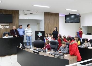 Alunos da escola Paulo Rizzieri visitam a Câmara Municipal