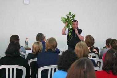 Pastoral da Saúde recebe palestra de padre autor de livro
