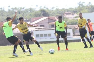 Criciúma treina visando confronto com o Paraná pela Série B