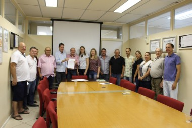 Assinada ordem de serviço para reforma da escola Jakob Arns