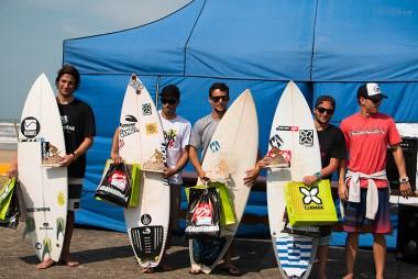 Surf Treino reúne 60 atletas no Balneário Arroio do Silva
