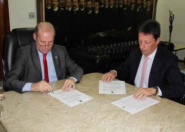 TRE-SC e ALESC firmam convênio para as Eleições 2018