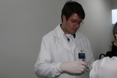 Rede privada começa a receber vacinas da gripe