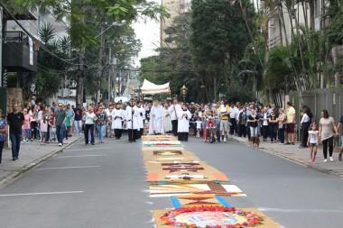 Catedral reúne multidão em missa de Corpus Christi e abençoa monumento na Praça do Congresso
