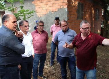 Vereadores visitam bairros e ouvem demandas da comunidade