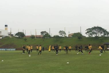 Criciúma enfrenta o Goiás