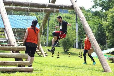 Desafio de obstáculos traz adrenalina e superação de limites a Criciúma