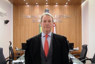 Novo juiz substituto toma posse no TRE-SC