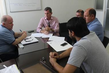 Prefeitura de Nova Veneza e CELESC discutem sobre deslocamento de postes