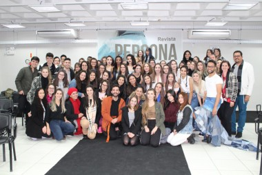 Desfile abre semestre letivo no curso de moda do SENAI