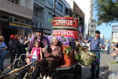 Desfile enaltece a tradição e prepara Urussanga para acolher visitantes
