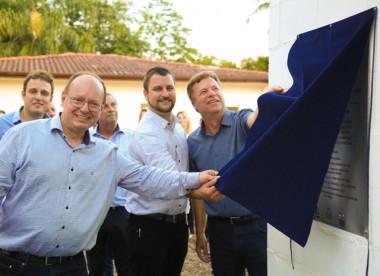 Governo e Casan entregam reservatório de água no Bairro Aurora