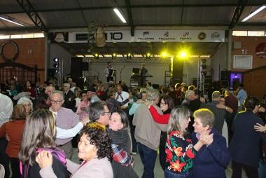 Baile proporciona tarde de descontração aos idosos de Urussanga