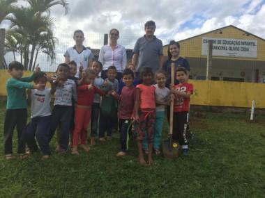 """Escolas de Siderópolis participam do projeto """"plantar e cuidar"""""""