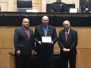 Diretor da Esucri é homenageado na Assembleia Legislativa