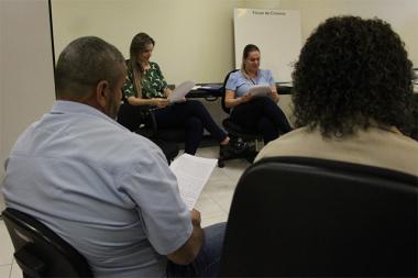 Famílias em processo de adoção compartilham vivências em grupo de apoio