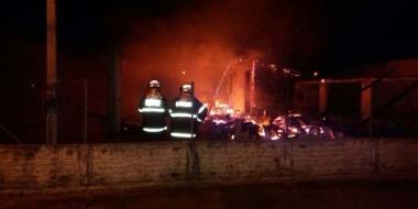 Residência é destruída por incêndio em Balneário Rincão