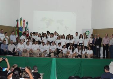 Turma de intercambistas da Satc parte para Itália na segunda
