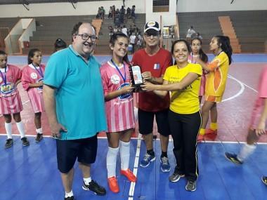 Escola Paulo Rizzieri conquista futsal feminino