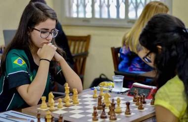 Kathiê embarca para treinamentos na Europa