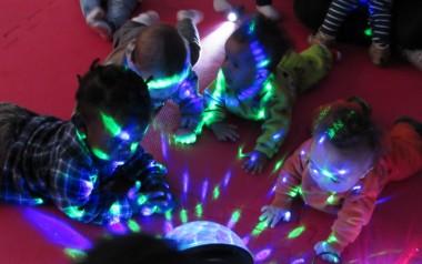 Bebês do CEI Afasc Carlos Piazza exploram sensações