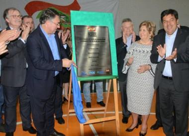 Escola é inaugurada em Joinville pelo governador e ministro