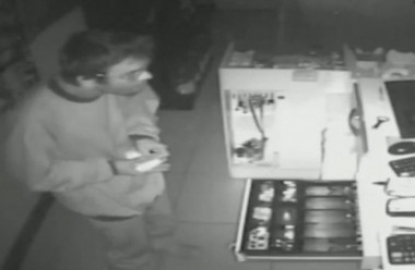 Ladrão invade posto de combustíveis pelo telhado em Içara