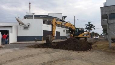 Rua Criciúma começa a ser pavimentada, com recursos própios