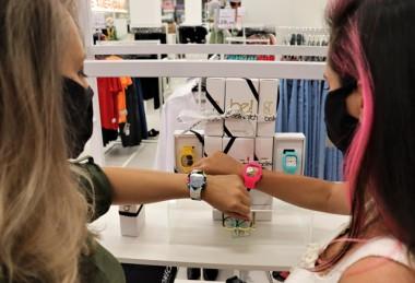 Empreendedorismo: criciumenses fazem sucesso com marca de relógios criativos