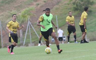 O lateral Maícon Silva volta a sentir lesão muscular