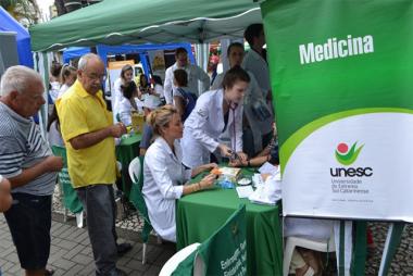 Unesc leva informações sobre AVC para a praça Nereu Ramos