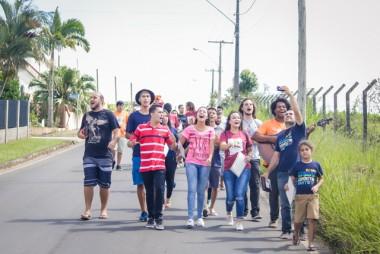 Jovens realizam evangelização na Praça Nereu Ramos