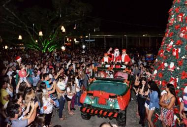 Apresentações culturais e shows marcam a segunda noite do Natal Encantado de Jacinto Machado
