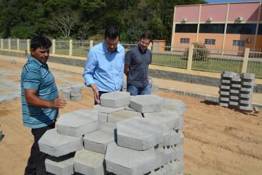 Noi Coral investe na pavimentação e recuperação de ruas