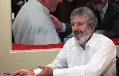 Padre Pedro questiona demora para acabar com salários vitalícios
