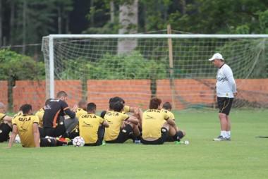 Criciúma busca reabilitação contra o Goiás fora de casa