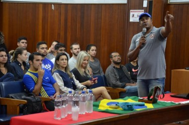 Medalhista olímpico faz palestra para alunos de Educação Física