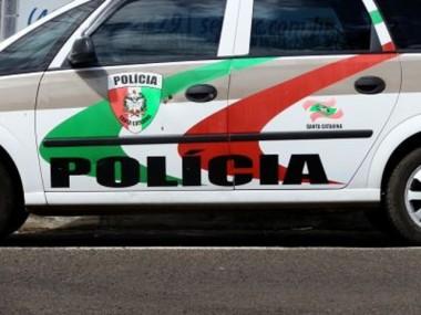 Dois adolescentes são apreendidos e jovem é preso em Criciúma