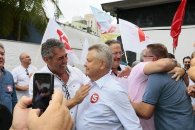 Líderes do PMDB comemoram vitórias da sigla em SC