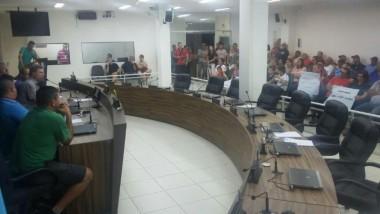 Poço Oito protesta com Deinfra ausente