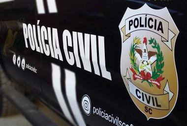 Polícia Civil realiza indiciamento de dupla por roubos em residência e comércio