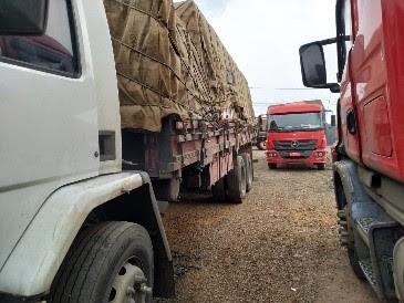 Em Barra Velha e Caçador auditores fiscais flagram transporte ilegal de cigarro