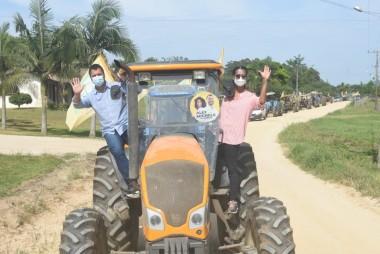 Alex e Bia fazem Tratoraço e Cavalgada no Campo Mãe Luzia e Vila Nova