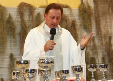Padre Valmor Della Giustina participa de palestra
